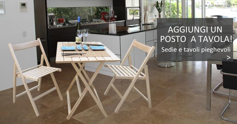 Sedie e tavoli pieghevoli in legno